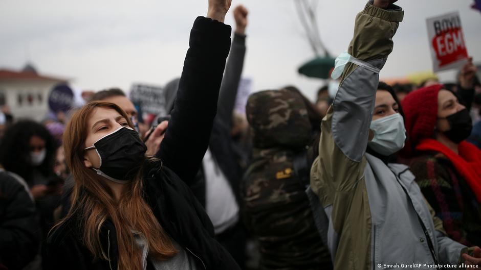 Borba za ljudska, ženska i radnička prava: PROTESTI U CENTRU ISTANBULA ZBOG POVLAČENJA TURSKE IZ KONVENCIJE O ŽENSKIM PRAVIMA
